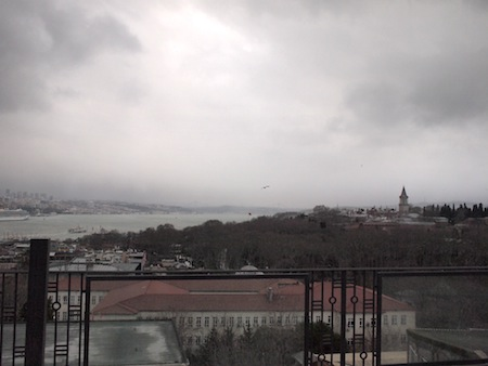 トプカプ宮殿やボスポラス海峡も見えます。