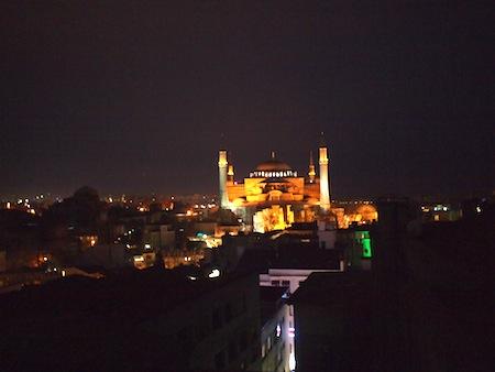 闇夜に浮かぶアヤソフィア
