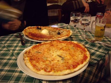 ナポリピザとカプリチョーザピザ
