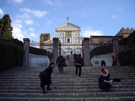 さらにこの階段を登る