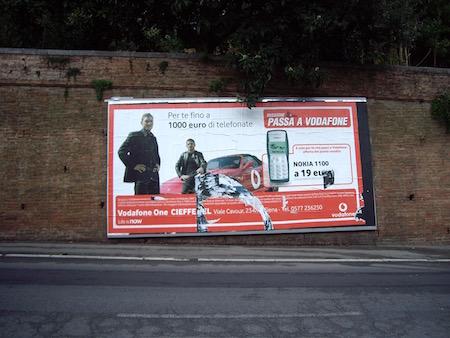トッティとガットゥーゾvodafoneの広告シエナの街にて
