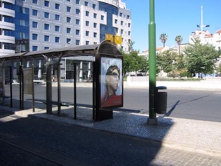 ルイ・コスタKILLER LOOPの広告2004年6月リスボンのロシオ広場にて