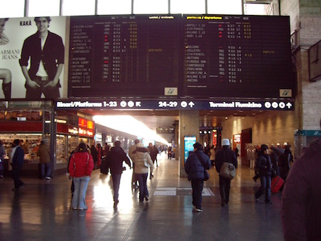 カカARMANI JEANSの広告2005年12月ローマのテルミニ駅にて