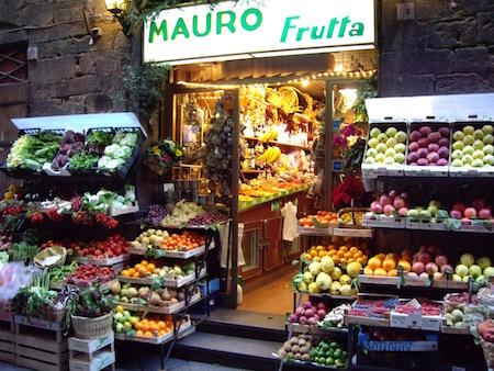 ドゥオモ近くの果物屋
