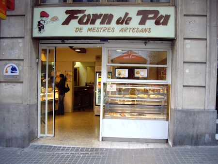 Forn de Paというのはパン屋という意味です