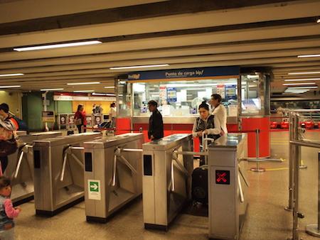 サンティアゴの地下鉄入口