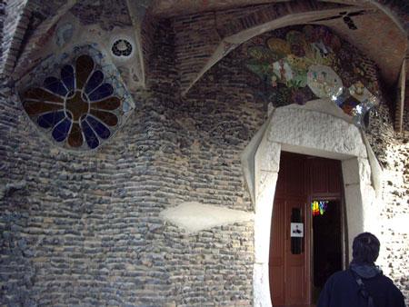 コロニア・グエル教会堂入口