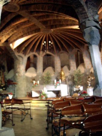 コロニア・グエル教会堂内部