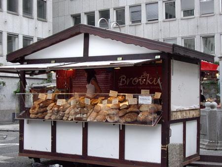 パン屋のでっかいパン