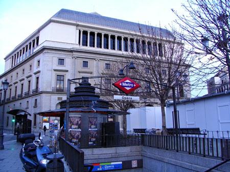 オペラ駅のメトロ入口