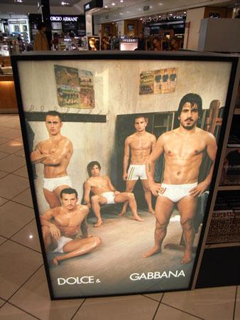 オマケ:ミラノの空港のD&Gの広告
