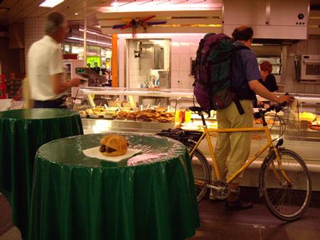 ニュルンベルクソーセージと自転車のお客さん