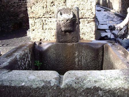 ポンペイの水飲み場