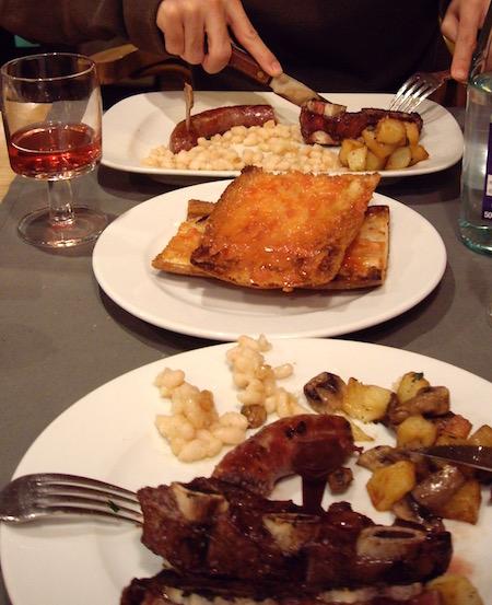 ボティファラ、子牛骨付きステーキ 白いんげん豆、パンコントマーテ