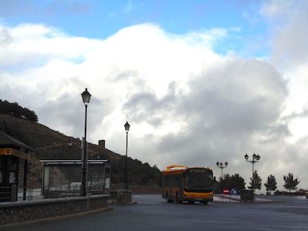 旧市街のてっぺんのバス停