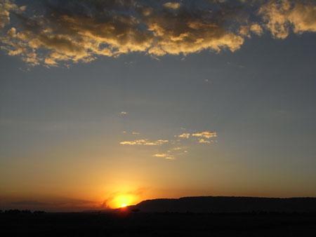 オローロロの丘に沈む夕陽
