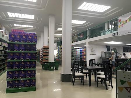 近代的なスーパー