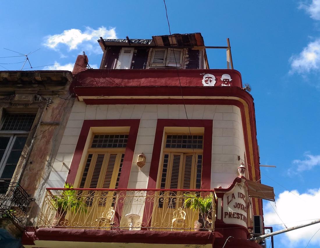 民家の壁のチェ・ゲバラ