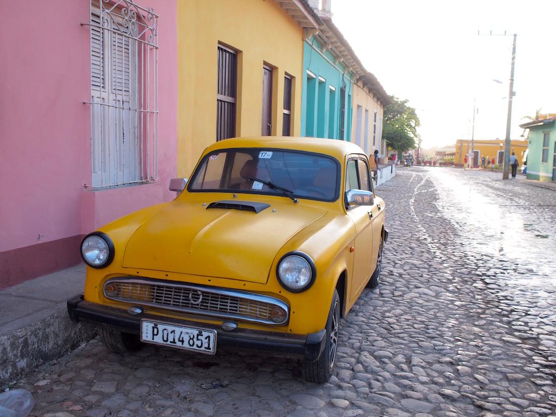 トリニダーは黄色の車が似合う