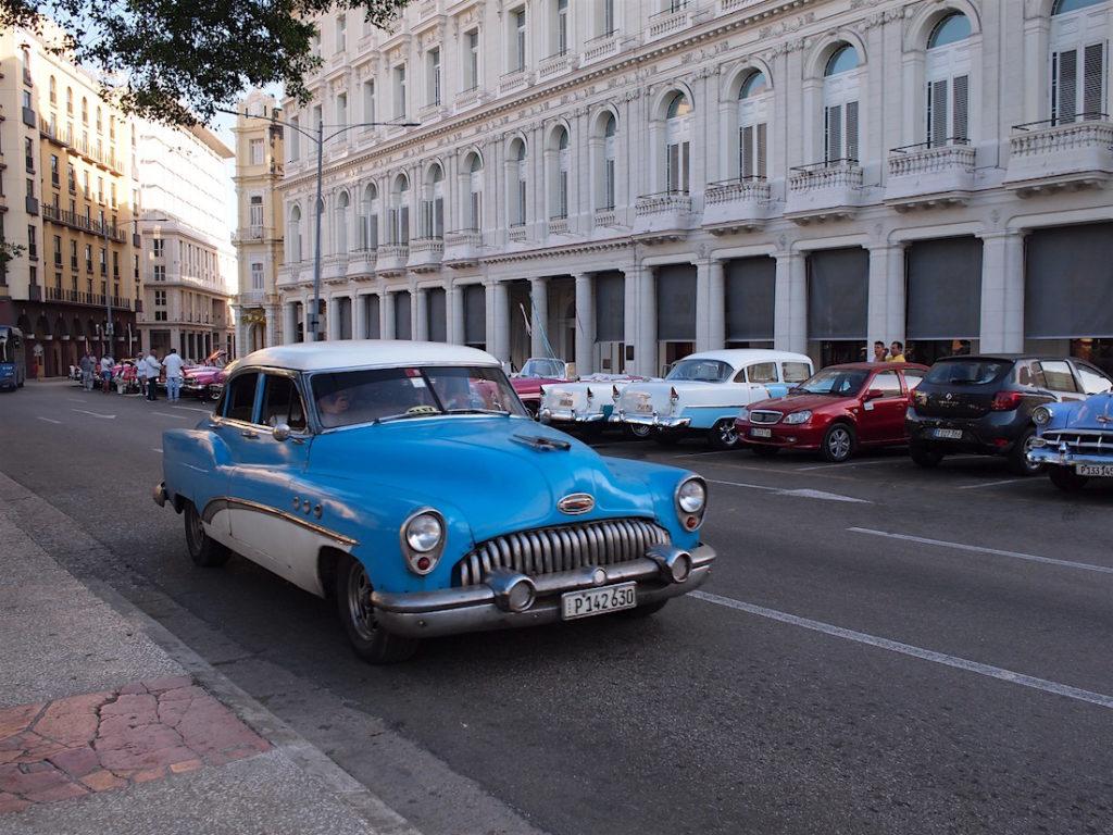 クラシックカーのタクシー