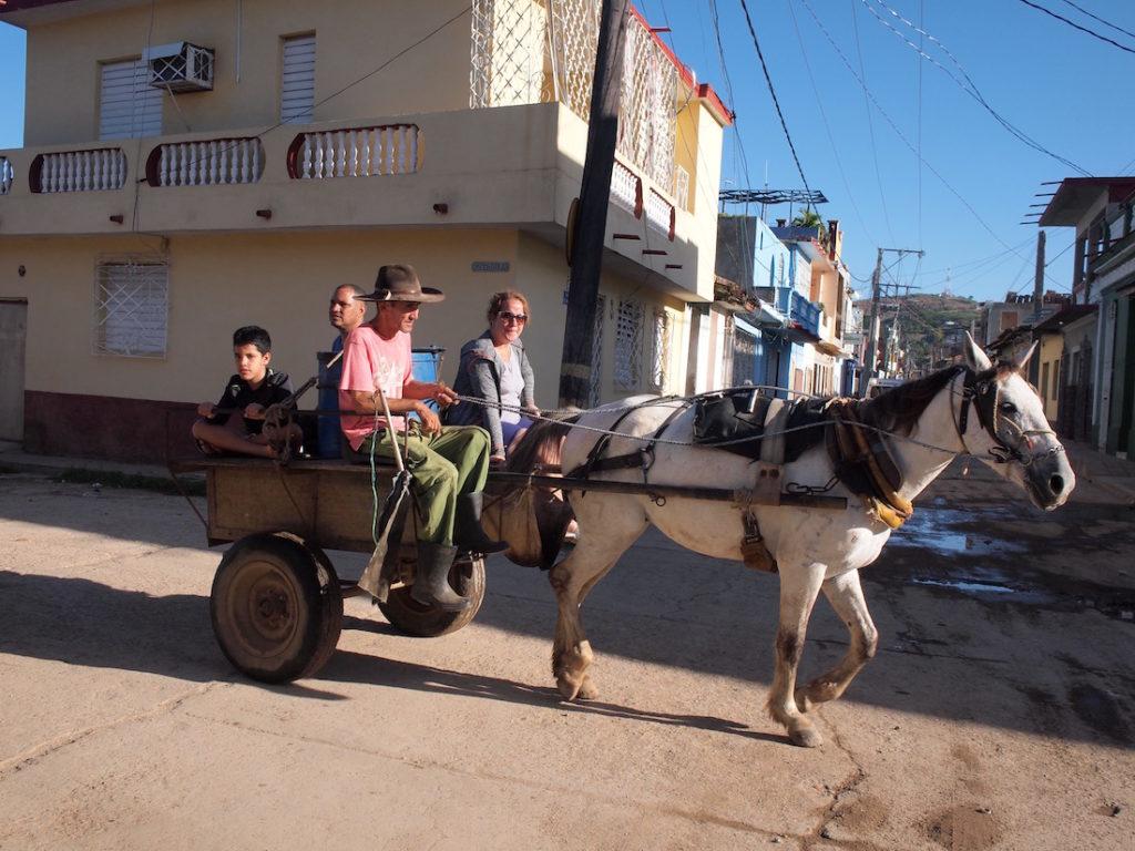 トリニダーでは馬車は現役です