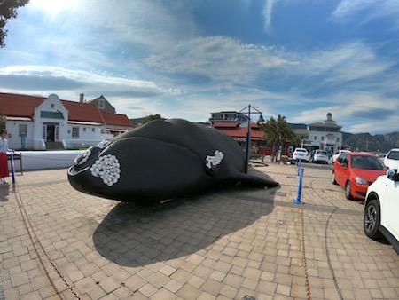 ミナミセミクジラのオブジェ