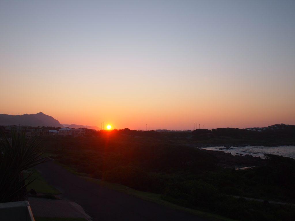 テラスから眺める日の出