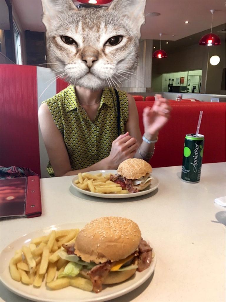 ハンバーガーはパサパサでした