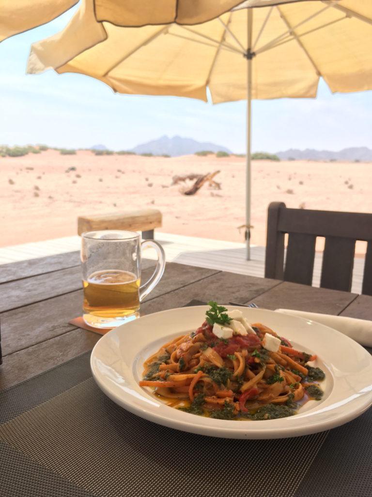 暑い砂漠で飲むビールがうまい