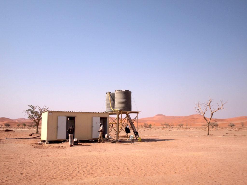 砂漠のトイレ