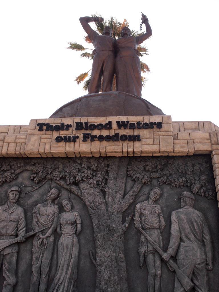 先祖の流した血が我々の自由に流れている